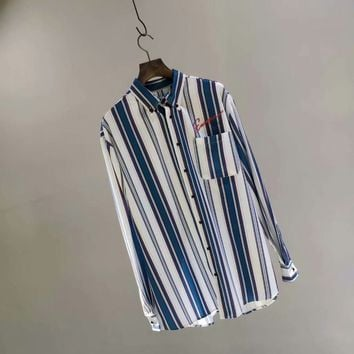 Balenciaga 18 new shirts are characterized by stripe-sticking elements, which are both simple and personality subversive to conventional shirts.