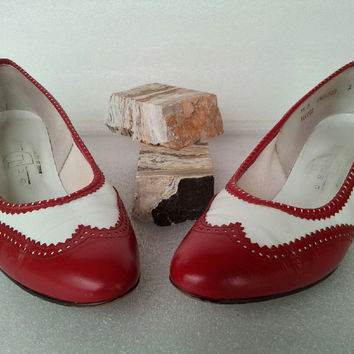 70s Delis red and white pumps / pleather / leather acent / slip on / low heel / made in usa / womens 5.5B