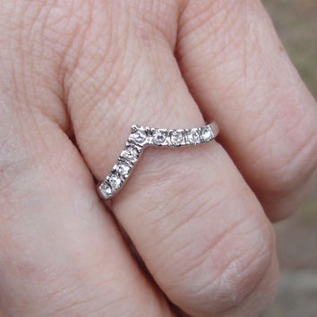 Vintage ring, band ring, v shaped ring, stone ring, Size 7, silver, crystal, gift for her, womans ring, dainty ring, delicate