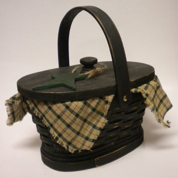 Wood Basket with Lid and Star Ornie, Old Fashion Picnic Basket, Primitive Holiday Basket