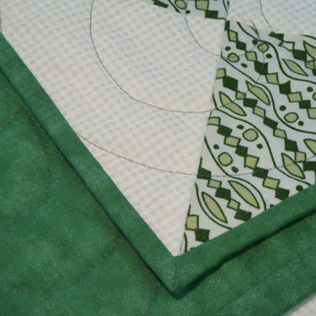 "Green and White Reversible Quilt 85"" x90"" will fit up to pillow top plush Queen - Free Shipping within US"
