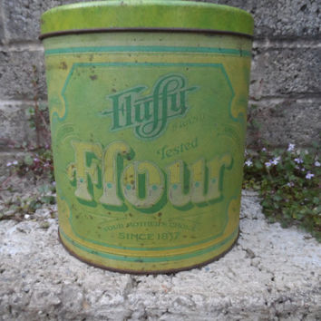 Vintage storage container - American vintage advertising ware kitchen decor - Fluffy brand flour tin - old tin - green vintage