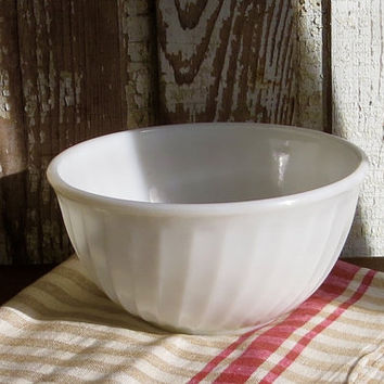 Vintage Fire King Milk Glass Mixing Bowl, Serving Dish, Anchor Hocking Milkglass Fireking, Retro Tableware, Cottage Farmhouse Decor