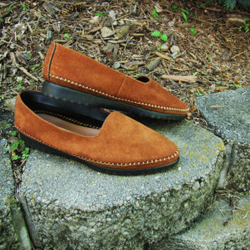vintage Hush Puppies moccasins. Hush Puppies loafers.  leather slip ons. suede leather slip ons. size 6B