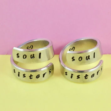 soul sisters - Spiral Rings Set, Hand Stamped, Handwritten Font, Shiny Aluminum, Friendship, BFF,V2