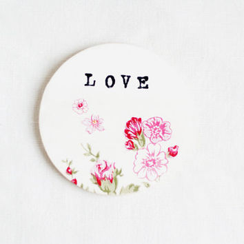 Wooden gift coaster with printed typewriter style text 'LOVE'  - 1 pcs, gift ideas, handmade, love, valentine, foral