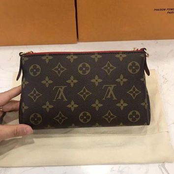 ONETOW Louis Vuitton Pallas Cluth Bag Handbag Shoulder Bag