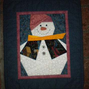 Winter snowman quilted wall hanging, snowman wall decor, snowman quilt, christmas wall hanging, snowman decor, snowman wall art handmade