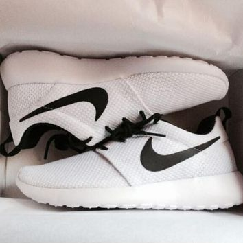 """NIKE"" Roshe Trending Fashion Casual Sports Shoes White(black hook)"