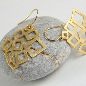 Gold geometric dangle earrings, little square earrings, big hanging earrings, elegant and simple everyday jewelry