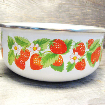 Strawberry Bowl * Vintage Metal Bowl