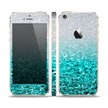The Aqua Blue & Silver Glimmer Fade Skin Set for the Apple iPhone 5s