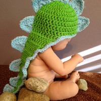 Dinosaur Cape/Crochet Photography Prop/Baby Dino hat/Baby dragon hat with cape. Pattern by Marina
