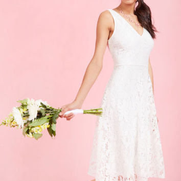 Embodied Elegance Lace Dress in White | Mod Retro Vintage Dresses | ModCloth.com