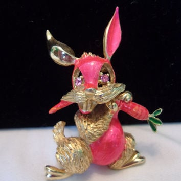 HATTIE CARNEGIE Rabbit with Carrot Brooch Pink Enamel Rhinestone Gold Plate Pin Book PC