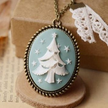 New Xmas Tree Cameo Pendant Necklace with White Lace for Boys Girls Vintage Unique Ireland Christmas Gifts for Best Friends c07