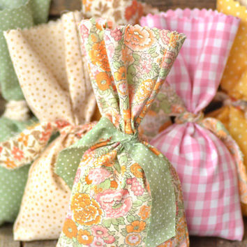 Free Shipping Sweet Whimsical Wedding or Party Fabric Tied Favor Bags