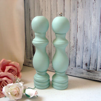 Mint Salt and Pepper Shaker Set, Vintage Wooden Pepper Mill and Salt Shaker, Pepper Grinder, Cottage Chic Pastel Green Salt Shaker Set