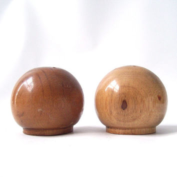 vintage danish wood salt and pepper shakers round ball serving kitchen mid century modern retro decorative home decor housewares cork