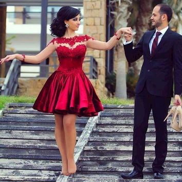 2017 Wine Red Lace Short Prom Dresses Long Sleeve Ball Gowns Bateau Stain Back Zipper Above Knee Party Dress Plus Size