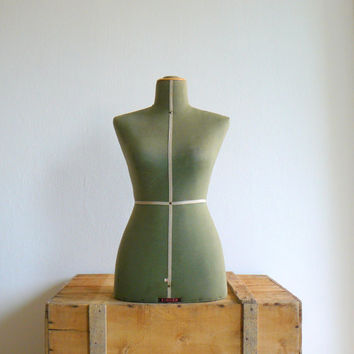 Vintage 1950s Singer green mannequin. 50 dress form.