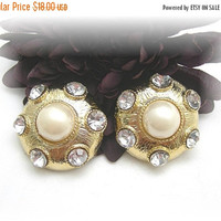Chunky 80s Clipon Earrings,  Faux Pearl, Clear Rhinestones, 1.5 inches, Soft Gold Color, Goldtone Earrings, Vintage Earrings, Bridal Wedding