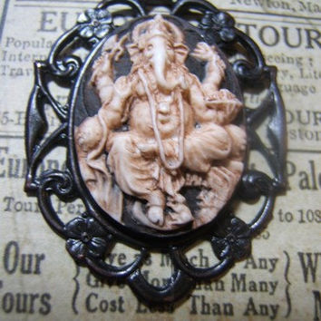 Ganesh Hindu goth resin cameo necklace pendant on 24 inch black oval link chain