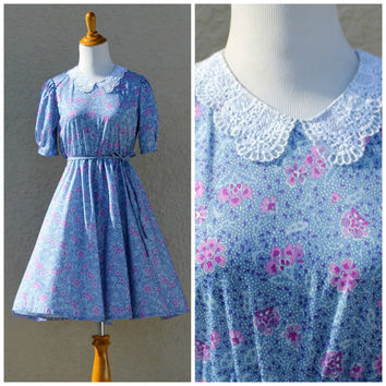 Vintage 70s Floral Lace Collar Dress// Peter Pan Collar Dress// Purple Floral Dress// Summer Spring Day Dress// Vintage Midi Dress