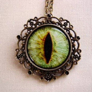 Beautiful Creatures Caster Chronicles Lena Duchannes Moss Green The Light Side Eye Antique Bronze Necklace