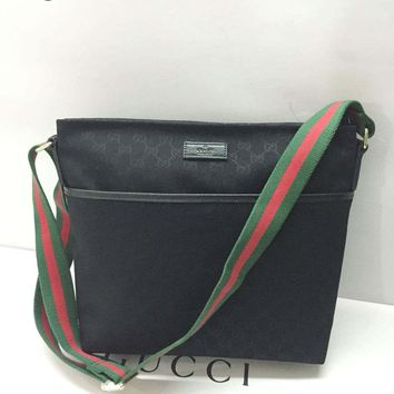 Gucci Man's GG Supreme Leather Messenger Bag 49273908