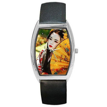 Oriental Girl with Fan on a Barrel Watch with Leather Bands....NEW