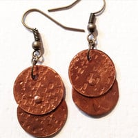 Copper circle textured earrings