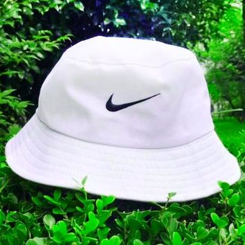 NIKE classic big hook embroidery summer sunscreen couple casual fisherman hat F-AG-CLWM White