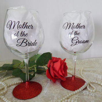 Mother of the Bride Gift / Mother of the Groom Gift / Wine Glass Set / Wedding Gift / Personalized Glitter Wine Glass