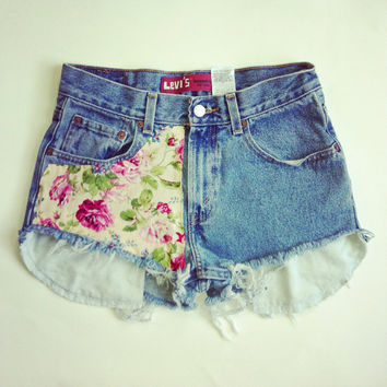 High waisted Levi's floral denim shorts waist 29