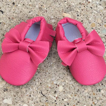 Hot Pink Moccasins, Baby Girl Moccasins, Pink Baby Shoes, Fringe Moccasins, Baby Moccs, Baby Girl Shoes, Bow Moccasins, Toddler Moccasins