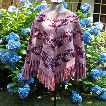 70's Knit Poncho Ombre Pink and Raspberry Afghan Fringed Poncho size Small