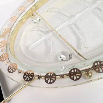 Glasbake Meat Serving Platter star snowflake pattern with gold tone metal with wood handled carrying rack stand -unmarked