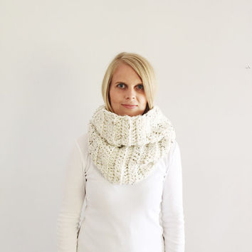 Oatmeal Infinity Scarf, Cream Cowl, Chunky infinity scarf, Natural Beige cowl, Cream snood, Fall, Winter, Ready to ship, handmade