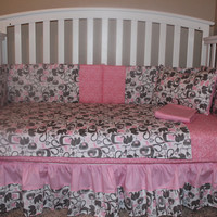 Crib Bedding Set, Gray And Pink Momma & Baby Animal Crib 5 Piece