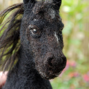 Pet portrait, custom animal portrait, needle felted horse, felted black horse, woolfelt animal portrait, needle felted animal, felt statue