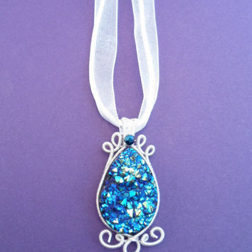 Pendant / Necklace wire wrapped Silver with Onyx, Agate Druzy Drusy Geode Cabochon Blue and blue Swarovski. Non Tarnishing Silver Wire.