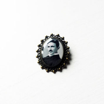 Nikola Tesla - Handmade Vintage Cameo Pin Brooch - Science Jewelry - Gift for scientists - Nikola Tesla pin - Nikola Tesla brooch