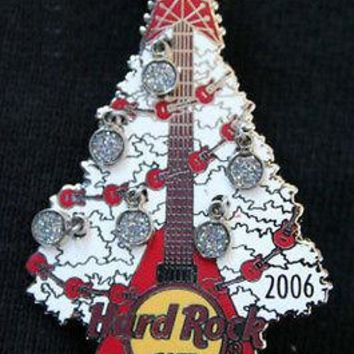 Licensed cool 2006 Hard Rock Cafe Honolulu Hawaii 2006 Christmas Tree Ornament Pin LE 100 NEW