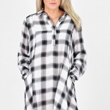 1/4 Button Down Plaid Tunic Dress {Black/Cream}