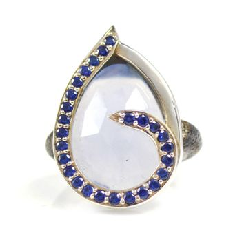 Ring Swirl Blue Sapphires Around Chalcedony