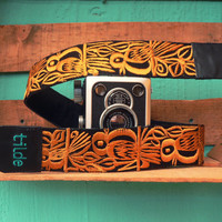 Leather camera strap with traditional Guatemalan embroidery - Canto de Pájaro (Song Bird) in mustard yellow - CPC1