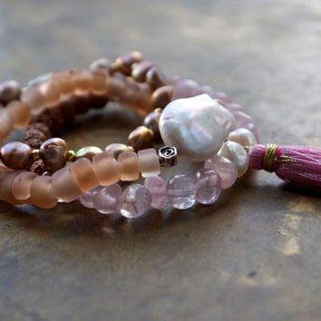 Boho bracelet stacking set of three Yoga meditation bracelets Rose quartz bracelet Pink pearl bracelet set Rose gold Feminine bracelet stack