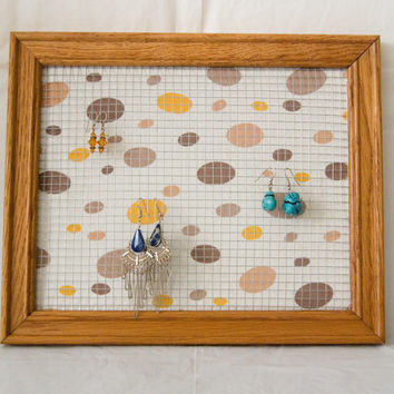 Brown Frame with Dots Background Earring Holder