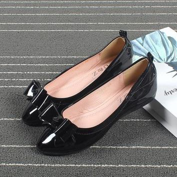 2017 Autumn patent leather women's three lovely bows flats shoes(Black/Beige),female elegant pointy toe loafers popular New York